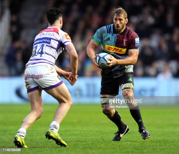 Chris Robshaw of Harlequins runs with the ball under pressure from Sam AsplandRobinson of Leicester Tigers during the Gallagher Premiership Rugby...