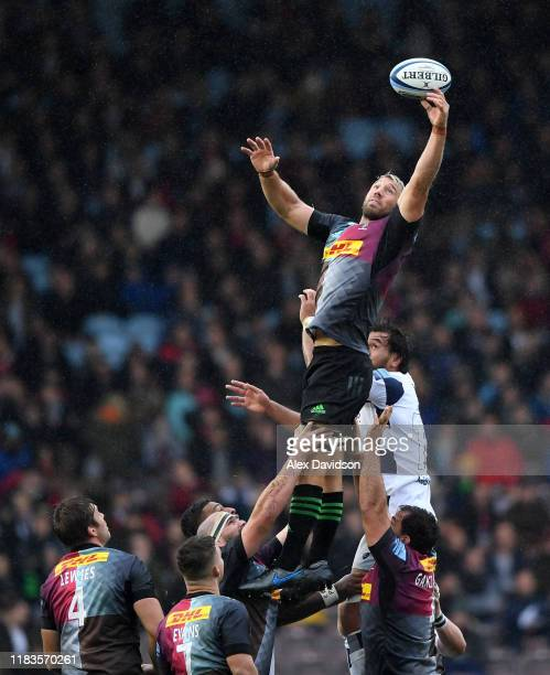 Chris Robshaw of Harlequins wins the ball in the lineout during the Gallagher Premiership Rugby match between Harlequins and Bristol Bears at on...