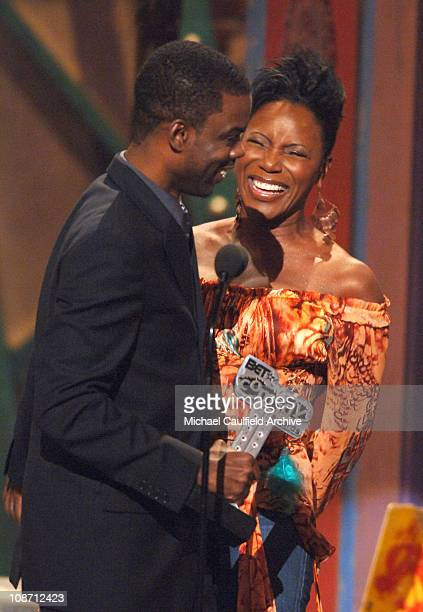 Chris Rock winner of Outstanding Supporting Actor in a Theatrical Film for The Longest Yard and presenter Sommore