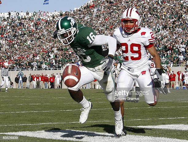 Chris Rucker of the Michigan State Spartans can't come with with a fourth quarter touchdown pass in front of Niles Brinkley of the Wisconsin Badgers...