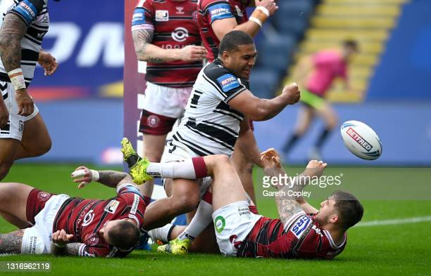 Chris Satae of Hull FC scores the opening try during the Betfred Challenge Cup quarter final between Hull FC and Wigan Warriors at Emerald Headingley...