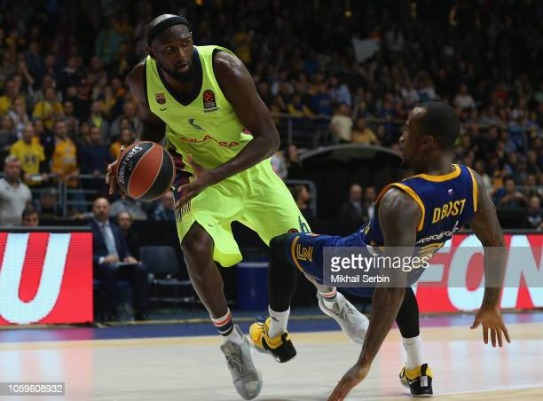 Chris Singleton #6 of FC Barcelona Lassa competes with Dee Bost #3 of Khimki Moscow Region in action during the 2018/2019 Turkish Airlines EuroLeague...