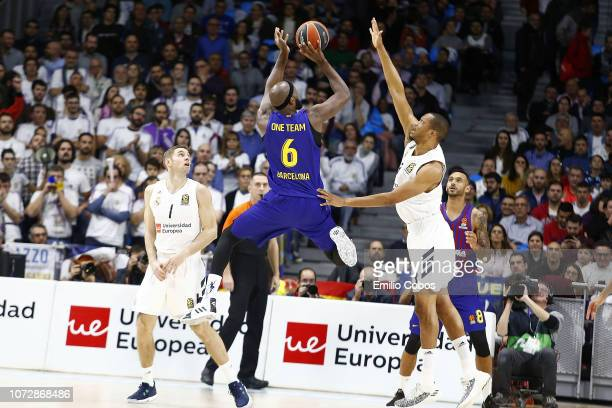Chris Singleton #6 of FC Barcelona Lassa in action during the 2018/2019 Turkish Airlines EuroLeague Regular Season Round 12 game between Real Madrid...