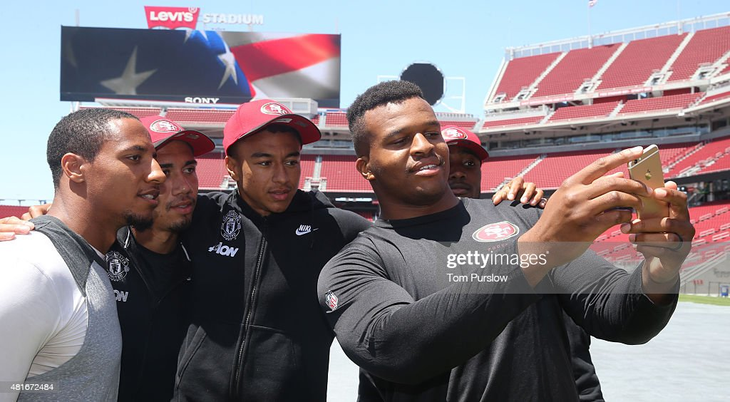 Manchester United Players Meet the San Francisco 49ers : News Photo
