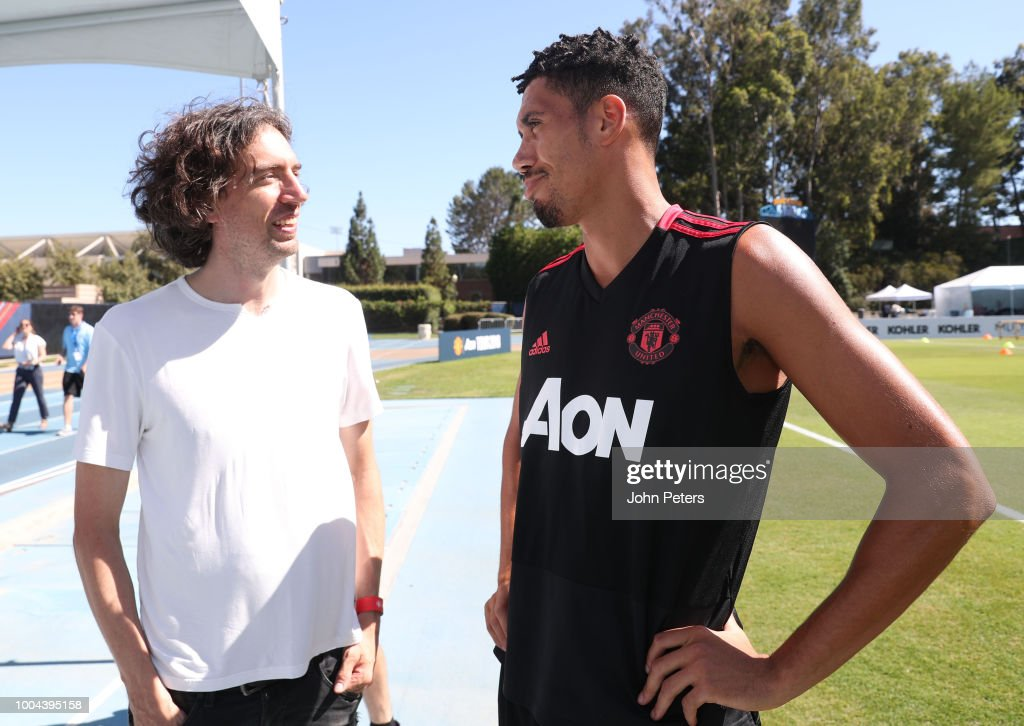 Chris Smalling of Manchester Unitedchats with Gary Lightbody of Snow Patrol during a Manchester United pre-season training session at UCLA on July 23, 2018 in Los Angeles, California.