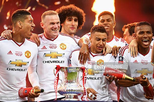 Chris Smalling, Wayne Rooney, Marouane Fellaini, Jesse Lingard, Marcus Rashford and Antonio Valencia of Manchester United celebrate after The...
