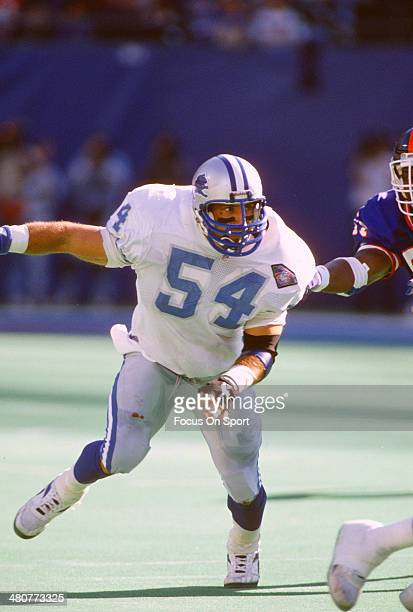 Chris Spielman of the Detroit Lions in action against the New York Giants during an NFL football game October 30 1994 at The Meadowlands in East...
