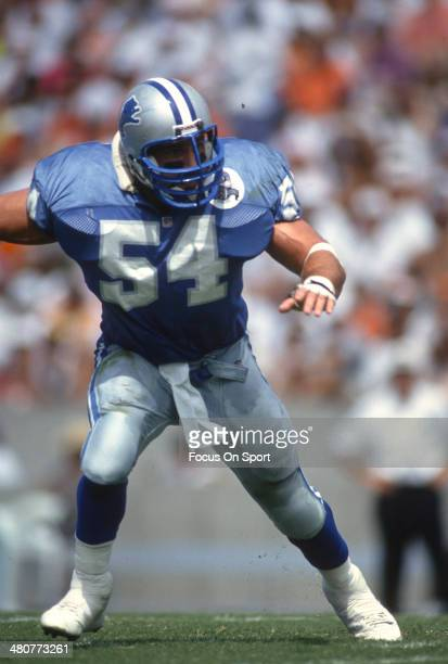 Chris Spielman of the Detroit Lions in action against the Tampa Bay Buccaneers during an NFL football game October 3 1993 at Tampa Stadium in Tampa...