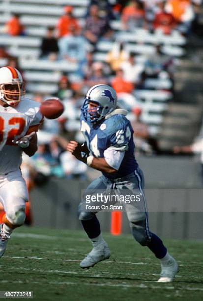 Chris Spielman of the Detroit Lions pursues Ron Hall of the Tampa Bay Buccaneers during an NFL football game November 10 1991 at Tampa Stadium in...