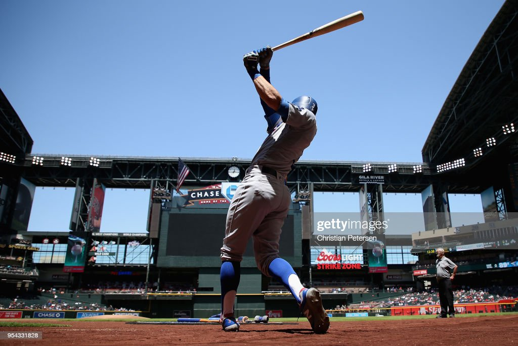 Chris Taylor #3 of the Los Angeles Dodgers warms up on deck before the MLB game against the Arizona Diamondbacks at Chase Field on May 3, 2018 in Phoenix, Arizona.