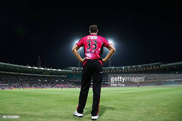 Chris Tremlett of the Sixers fields on the boundary during the Big Bash League match between the Sydney Sixers and the Perth Scorchers at SCG on...