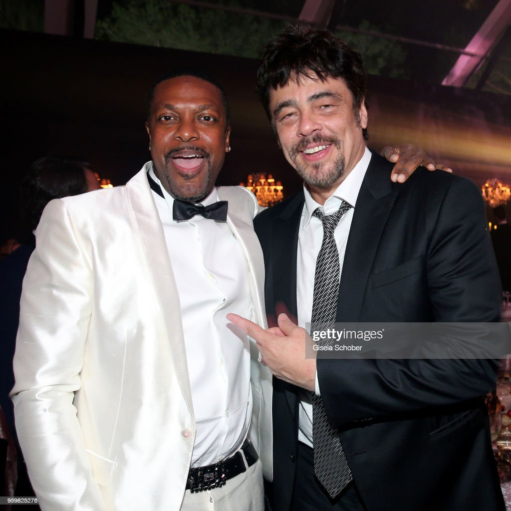 Chris Tucker and Benicio del Toro attend the amfAR Gala Cannes 2018 dinner at Hotel du Cap-Eden-Roc on May 17, 2018 in Cap d'Antibes, France.