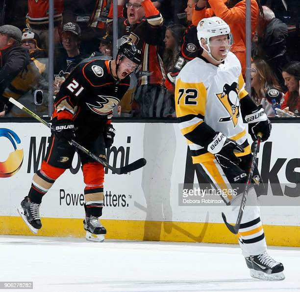 Chris Wagner of the Anaheim Ducks celebrates his goal in the second period against Patric Hornqvist of the Pittsburgh Penguins during the game on...