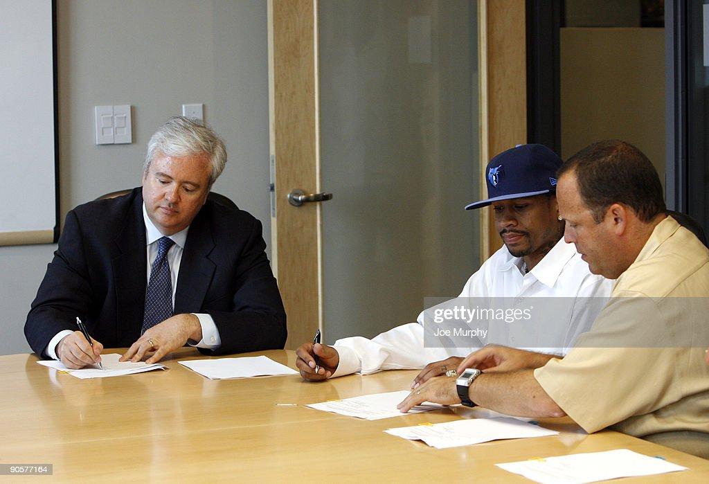 Memphis Grizzlies Press Conference Announcing Allen Iverson : News Photo