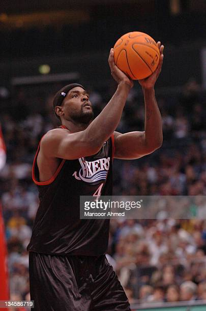 Chris Webber lines up a free throw for Philadelphia 76ers during the NBA Europe Live Tour presented by EA Sports on October 11 2006 at the Kölnarena...