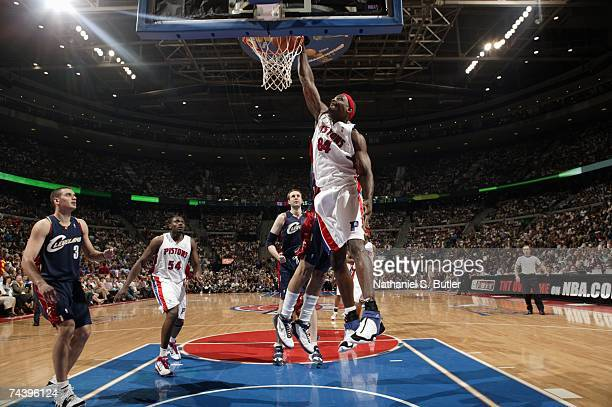 Chris Webber of the Cleveland Cavaliers dunks against the Detroit Pistons in Game Five of the Eastern Conference Finals during the 2007 NBA Playoffs...