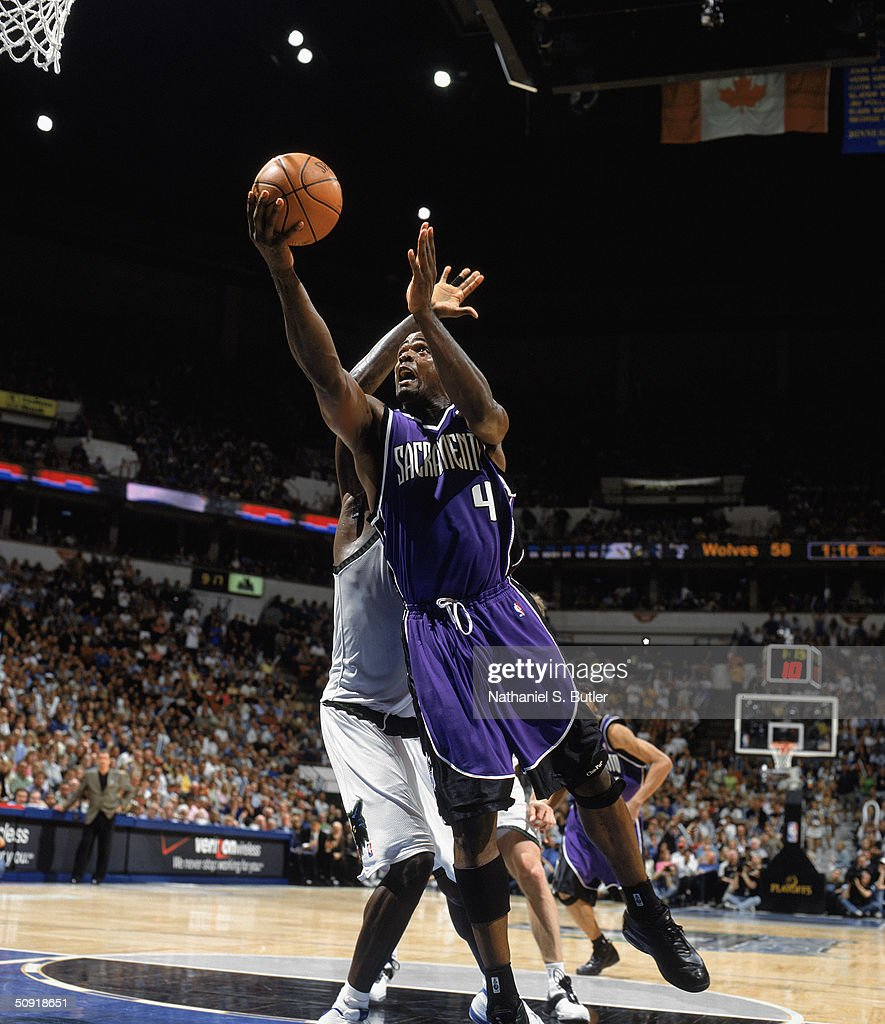 Chris Webber #4 of the Sacramento Kings takes the ball up against the Minnesota Timberwolves in Game Seven of the Western Conference Semifinals during the 2004 NBA Playoffs at Target Center on May 19, 2004 in Minneapolis, Minnesota. The Timberwolves won 83-80.
