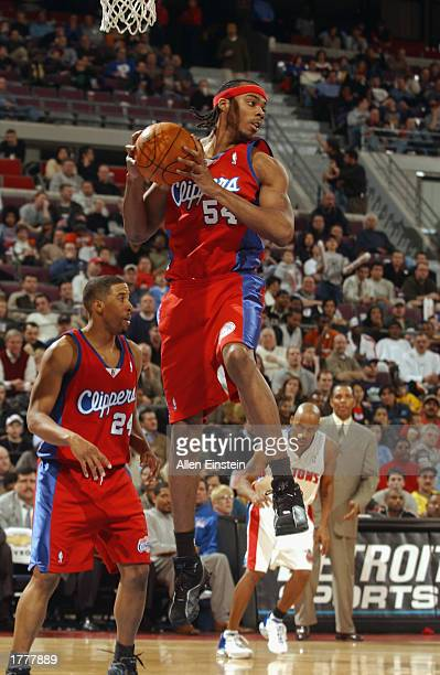 Chris Wilcox of the Los Angeles Clippers grabs a rebound during the NBA game against the Detroit Pistons at The Palace of Auburn Hills on February 5...