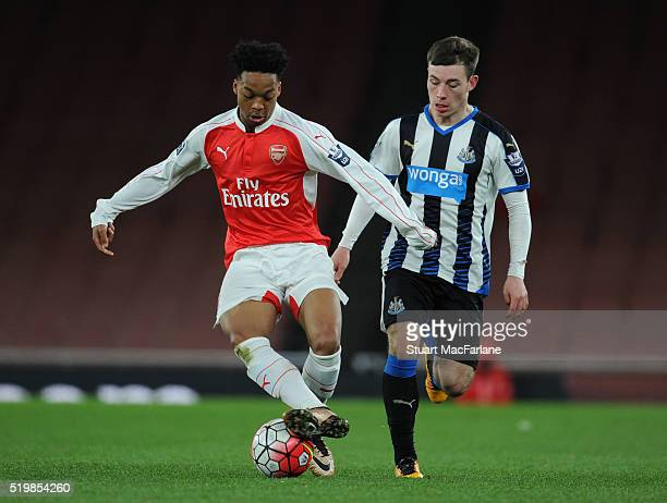 Chris Willock of Arsenal breaks past Callum Roberts of Newcastle during the Barclays Premier League match between Arsenal and Newcastle United at...