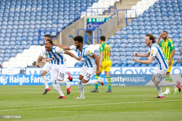 Chris Willock of Huddersfield Town celebrates his goal to make it 1-0 with his team mates during the Sky Bet Championship match between Huddersfield...