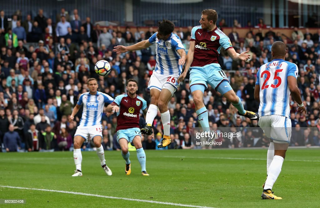Burnley v Huddersfield Town - Premier League : News Photo