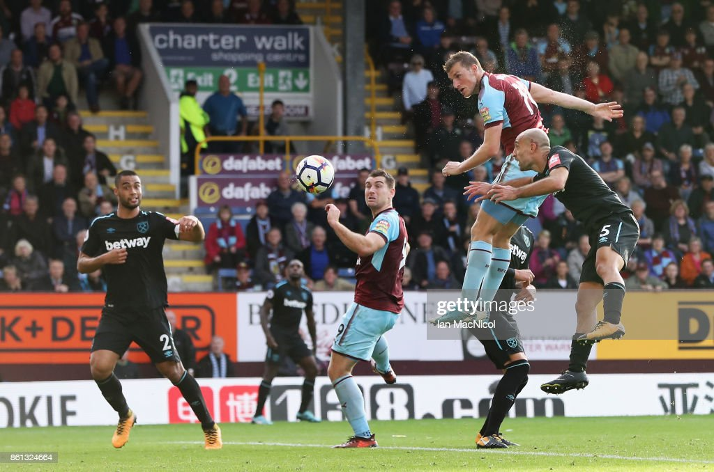 Chris Wood of Burnley scores his sides first goal during the Premier League match between Burnley and West Ham United at Turf Moor on October 14, 2017 in Burnley, England.