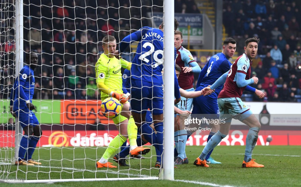 Chris Wood of Burnley scores his sides second goal during the Premier League match between Burnley and Everton at Turf Moor on March 3, 2018 in Burnley, England.