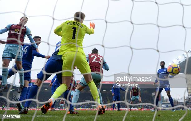 Chris Wood of Burnley scores his side's second goal past Jordan Pickford of Everton during the Premier League match between Burnley and Everton at...