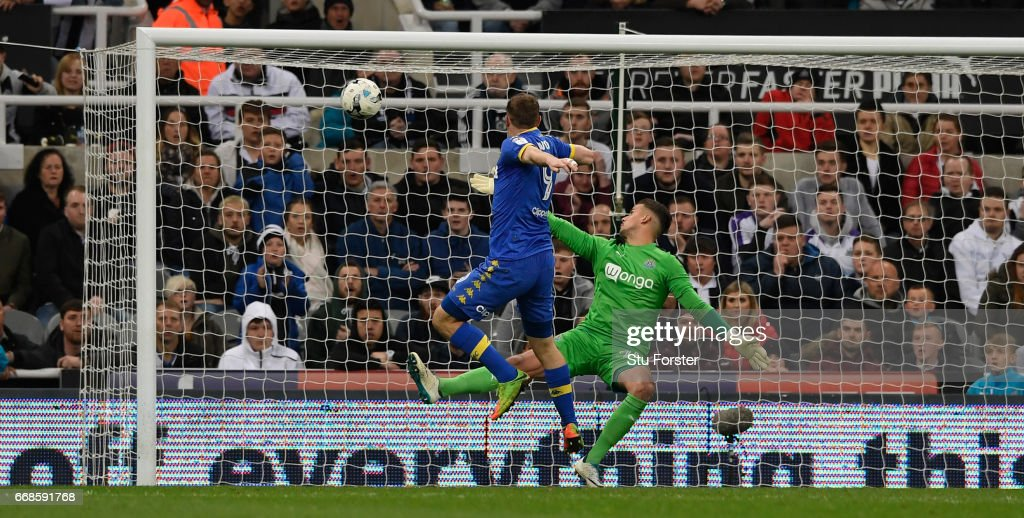 Chris Wood scores the injury time equaliser past Karl Darlow during the Sky Bet Championship match between Newcastle United and Leeds United at St James' Park on April 14, 2017 in Newcastle upon Tyne, England.