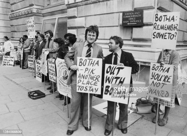 Chris Wright of the Grunwick Strike Committee, with protestors at the Foreign & Commonwealth Office in Whitehall, London, England, 12th August 1977....