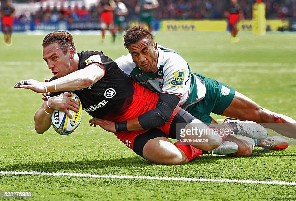 Chris Wyles of Saracens dives over the line to score a try during the Aviva Premiership semi final match between Saracens and Leicester Tigers at...