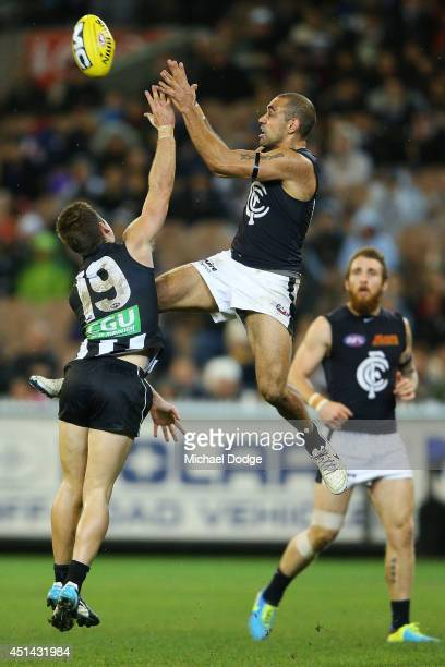 Chris Yarran of the Blues competes for the ball against Jamie Elliott of the Magpies during the round 15 AFL match between the Collingwood Magpies...