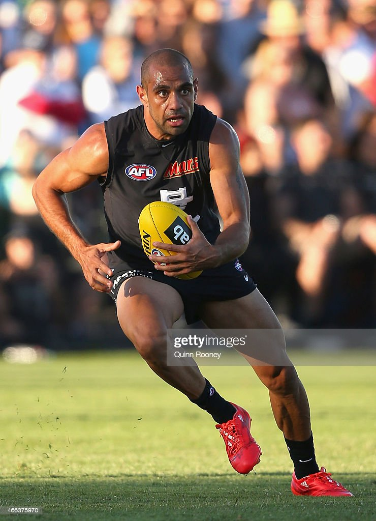 Chris Yarran of the Blues gathers the ball during the NAB Challenge AFL match between the Collingwood Magpies and the Carlton Blues at Queen Elizabeth Oval on March 15, 2015 in Bendigo, Australia.