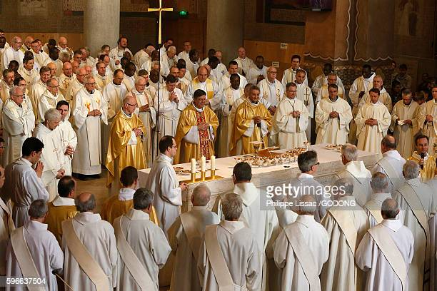 Chrism mass in Sainte Genevieve's cathedral, Nanterre.