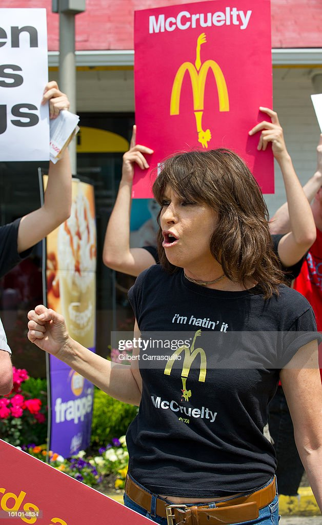 Chrissie Hynde kicks off PETA's 'I'm Hatin' It' campaign outside a McDonald's on May 27, 2010 in Philadelphia, Pennsylvania.