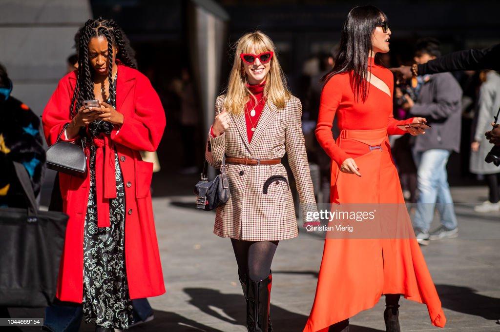 Street Style : Paris Fashion Week Womenswear Spring/Summer 2019 : Day Eight : News Photo