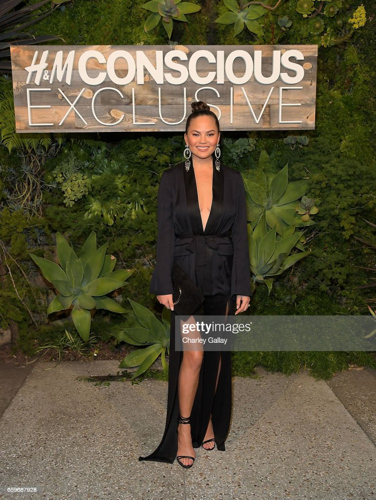Chrissy Teigan attends the H&M Conscious Exclusive Dinner at Smogshoppe on March 28, 2017 in Los Angeles, California.