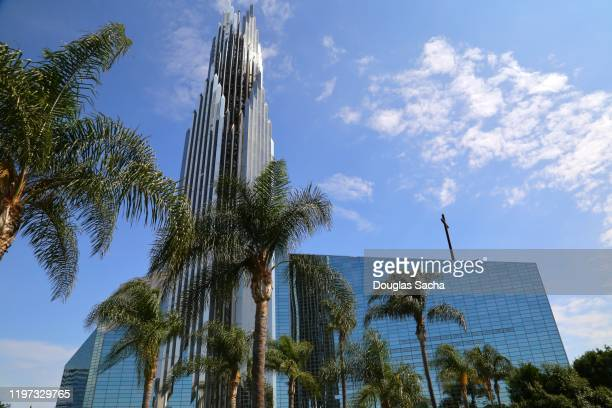 christ cathedral, formerly the crystal cathedral - crystal cathedral stockfoto's en -beelden