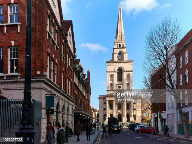 christ church spitalfields seen from brushfield st adjacent to spitalfields market. - east london stock pictures, royalty-free photos & images