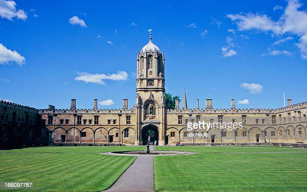 christ church's tom tower, oxford university, england - oxford england stock pictures, royalty-free photos & images