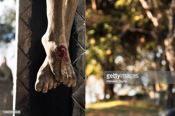 christ crucified feet - the crucifixion stock pictures, royalty-free photos & images
