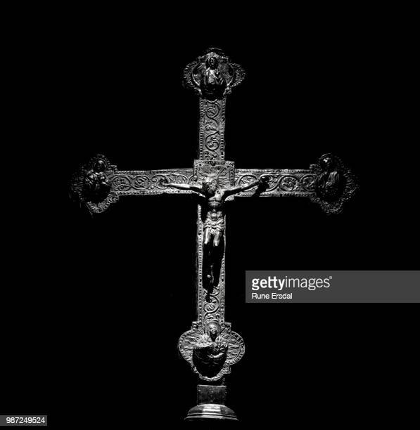 christ on the cross - crucifixion photos et images de collection