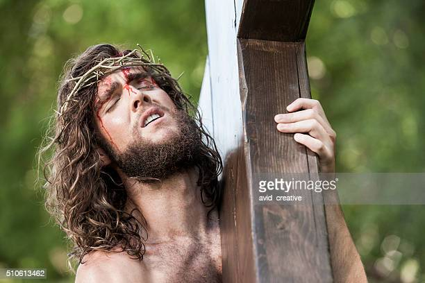 christ suffering under weight of cross - jesus blood stock pictures, royalty-free photos & images
