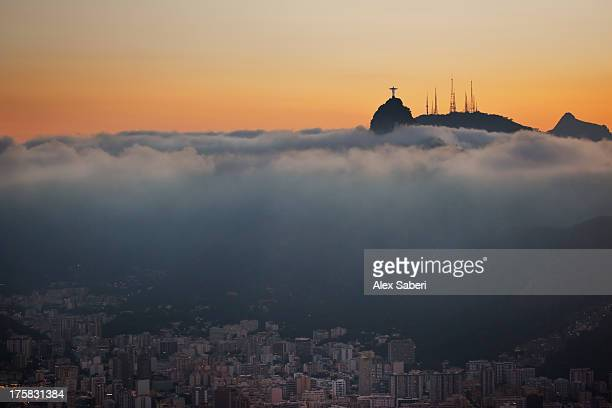 christ the redeemer statue above rio de janeiro at sunset. - alex saberi stock pictures, royalty-free photos & images