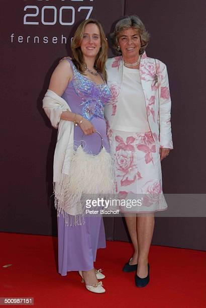 Christa Gräfin von Hardenberg Tochter Anna Verleihung Gala Bayerischer Fernsehpreis 2007 Preis Der Blaue Panther Prinzregententheater München Bayern...
