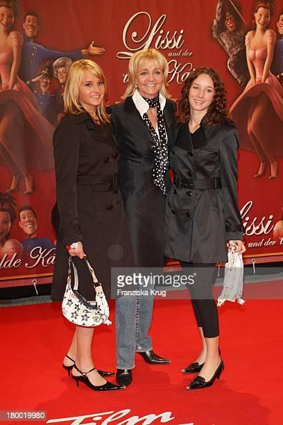 Christa Kinshofer Mit Ihren Töchtern Alexandra Und Stefanie Bei Der Premiere Von Lissi Und Der Wilde Kaiser In Der Residenz In München