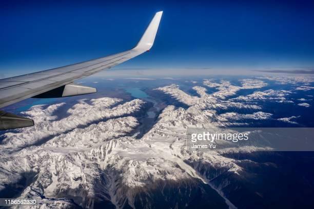 christchurch airplane in blue sky - christchurch nieuw zeeland stockfoto's en -beelden