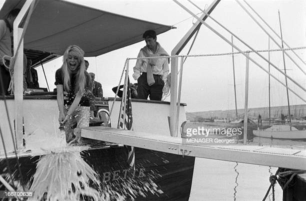 Christening Of The Boat 'Le Babette' 5 juin 1959 Brigitte Bardot a baptisé au champagne le nouveau yacht 'Babette' du producteur Raoul Lévy C'est...