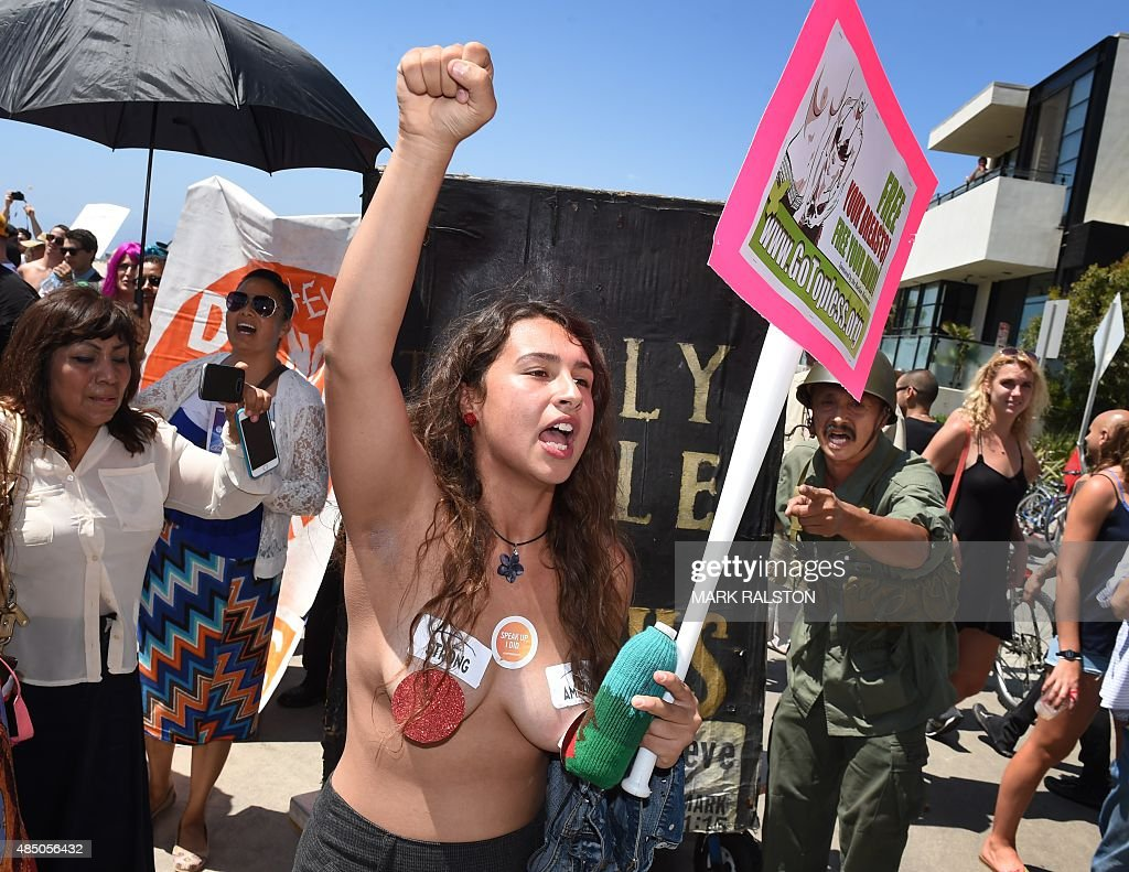 US-RIGHTS-WOMEN-TOPLESS DAY : News Photo