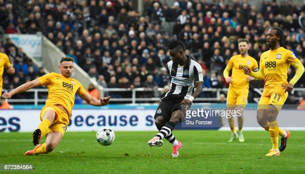 Christian Atsu of Newcastle United scores their second goal during the Sky Bet Championship match between Newcastle United and Preston North End at...
